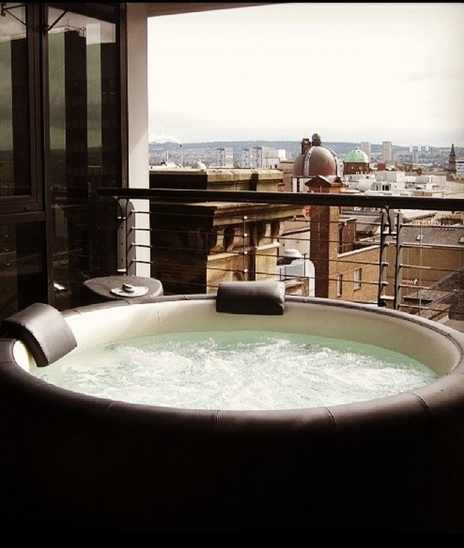 Softub hot tub on roof terrace in Glasgow city centre