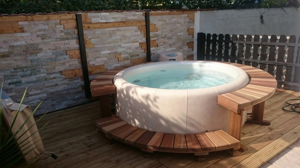 Softub hot tub in pretty courtyard